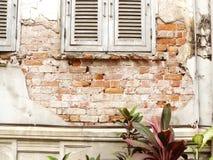 Pared vieja agrietada del cemento Imagen de archivo