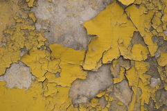 Pared vieja amarilla gris agrietada Imagenes de archivo