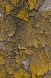 Pared vieja amarilla gris agrietada Imagen de archivo libre de regalías