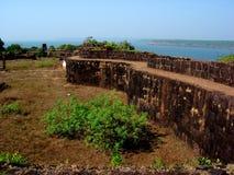 Pared vieja de la fortaleza de Jaigad Foto de archivo libre de regalías