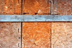 Pared vieja de la madera contrachapada del osb foto de archivo