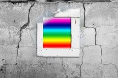 Pared vieja del extracto del arco iris de la pared de la ventana agrietada Imágenes de archivo libres de regalías