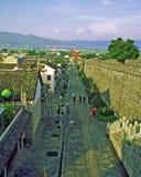 Pared vieja del pueblo y ciudad en Dali, China Imagenes de archivo