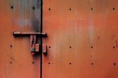 Pared vieja oxidada del cinc imagen de archivo