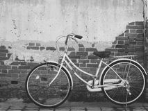 Pared y bici Imagen de archivo libre de regalías