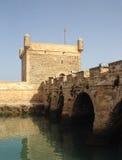 Pared y cañones de la fortaleza en Essaouira Imagen de archivo