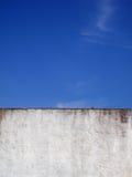 Pared y cielo Fotografía de archivo libre de regalías