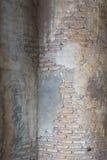 Pared y columna viejas Foto de archivo