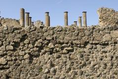 Pared y columnes de Pompeii fotografía de archivo libre de regalías