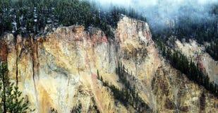 Pared y niebla de barranca de Yellowstone Imágenes de archivo libres de regalías