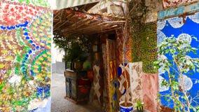 Pared y puerta en Tánger, maroc foto de archivo