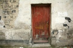 Pared y puerta viejas Foto de archivo libre de regalías