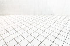 Pared y suelo de la baldosa cerámica que pavimentan con la visión oblicua Fotografía de archivo libre de regalías