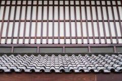 Pared y tejado de una casa japonesa Foto de archivo libre de regalías