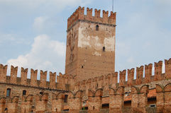 Pared y torre del castillo Fotografía de archivo libre de regalías