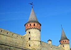 Pared y torre del castillo Fortalecimiento medieval Foto de archivo libre de regalías