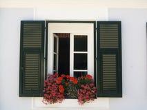 Pared y ventana blancas Foto de archivo