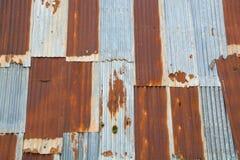 Parede abandonada de Rusty Iron Galvanized com zinco como o vintage Tex foto de stock royalty free