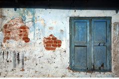 Parede afligida em cochin, india foto de stock