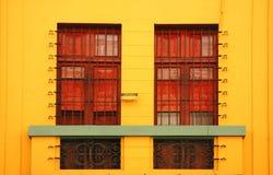 Parede amarela do edifício Fotografia de Stock