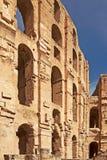 Parede antiga com os arcos do anfiteatro do EL Djem em Tunísia foto de stock royalty free
