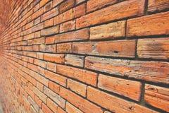 Parede antiga do bloco com opinião marrom e alaranjada do tom, a lateral ou a oblíqua, teste padrão quadrado velho, fundo da text Imagem de Stock