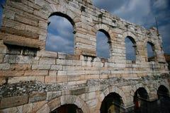 A parede autônoma permanece de um amphitheater romano Foto de Stock