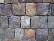 Parede bonita de pedras multi-coloridas fotos de stock