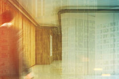 Parede branca em um salão de madeira do escritório tonificado Fotografia de Stock Royalty Free