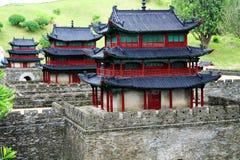 A parede chinesa da cidade antiga no parque temático chinês esplêndido da cultura fotografia de stock