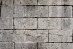 Parede cinzenta exterior do bloco de cinza com linhas de concreto fotografia de stock