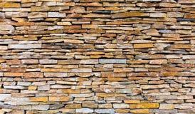 A parede com estrada estriado, parede de pedra bonita da ardósia, arquitetura, decoração funciona fotos de stock