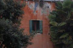 Parede com janela aberta Imagem de Stock