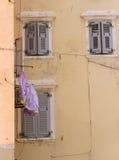 Parede com lavanderia Fotografia de Stock Royalty Free