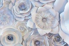 Parede com um fundo das flores de papel feitos a mão Imagem de Stock