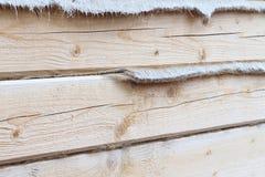 A parede da casa com uma camada do calefator pôs de uma barra Foto de Stock