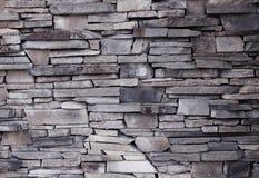 Parede da colocação desigual do tijolo decorativo da fachada da construção Fotografia de Stock