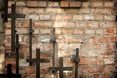 Parede da cruz e do grunge no cemitério Fotografia de Stock Royalty Free