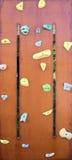 Parede da escalada com botões coloridos Fotografia de Stock Royalty Free