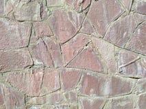 A parede da fachada da construção da cidade decorada com pedra decorativa fotos de stock