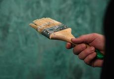 Parede da pintura com escova Ucrânia, em janeiro de 2019 imagens de stock royalty free