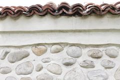Parede da rocha de pedras naturais do rio Fundo redondo da parede de pedras Teste padrão redondo das pedras do rio Textura das pe Imagem de Stock Royalty Free