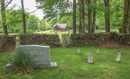 Parede da rocha em torno do cemitério em Grayson Highlands foto de stock royalty free
