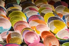 Parede de bacias coloridas do knit Fotos de Stock