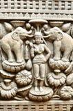 Parede de cinzeladura budista das artes no templo antigo, Chiang Mai, THAIL Imagens de Stock