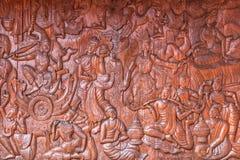 Parede de cinzeladura de madeira do templo da Buda da cultura tailandesa Fotos de Stock
