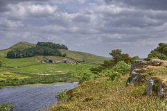 Parede de Hadrian e Lough do Crag Fotografia de Stock Royalty Free