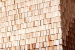 Parede de madeira alpina ensolarada da ripa fotos de stock