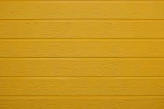 Parede de madeira amarela Fotos de Stock