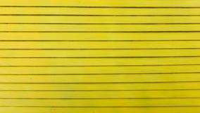 Parede de madeira amarela e textura imagens de stock royalty free